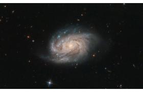 «Хаббл» наблюдает галактику из известного каталога на новом снимке